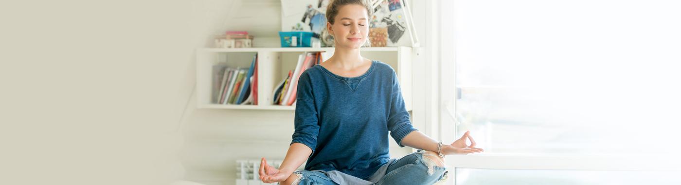 1400x380-estudiante-meditando