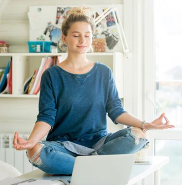 369x376-estudiante-meditando